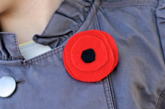 How to make Red Felt Poppy flower tutorial http://www.supermommoments.com/2011/11/remembrance-day-red-poppies/