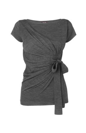 I heart this neutral grey gathered top...so very flattering