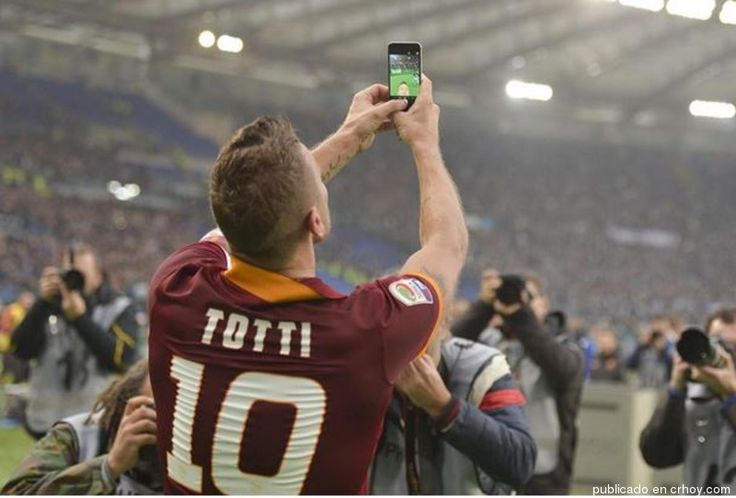 Totti se despide con carta a los seguidores de la Roma