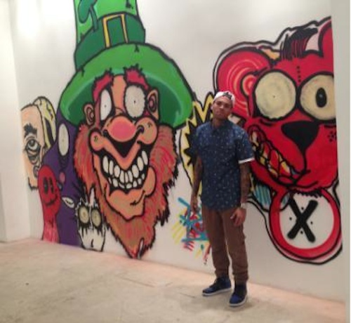 Spotted: Chris Brown Graffiti's For Charity