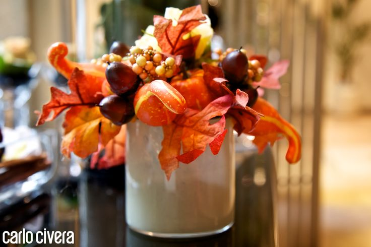 Composizione di bacche in vaso di vetro. carlocivera.org #composizione #design #arredamento #bacche #vasovetro