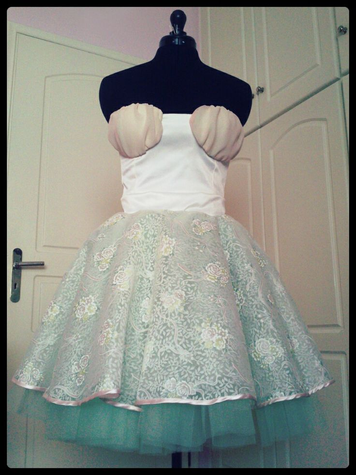 An outfit which is consisted of a bustier and a floral tulle skirt. Great for your afternoon & night walks if you want to impress others around you. One of a kind piece.