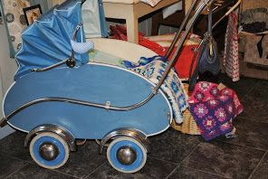 Bilderesultat for gamle barnevogner
