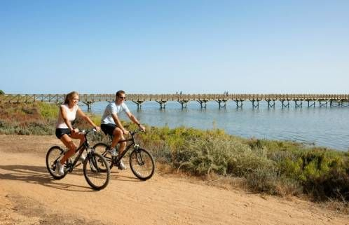 Algarve, destino para el ciclismo - via La Razon 16.02.2015 | Algarve despunta este año como destino para la práctica del ciclismo, tanto a nivel de competición como de ocio, con cinco pruebas en su calendario de 2015 organizadas por la Federación Portuguesa de Ciclismo dentro del programa 'Cyclin'Portugal Algarve'.
