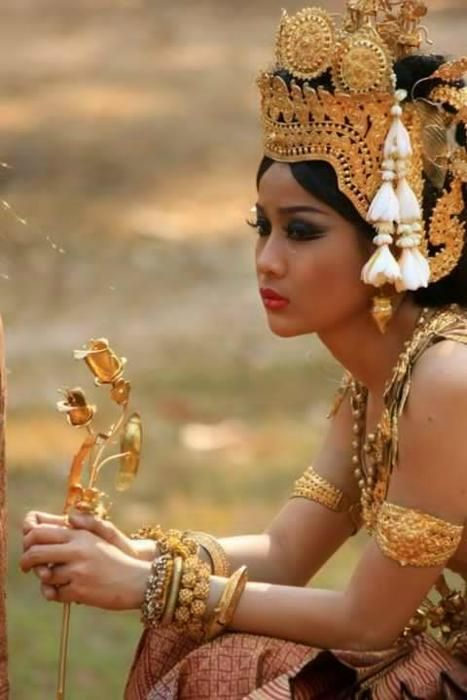 Beauty woman Bali, Indonesia, Asia. Travel to Indonesia with Kelana DMC. A member of Gondwana DMCs - your network of boutique Destination Management Companies across the globe - www.gondwana-dmcs.net