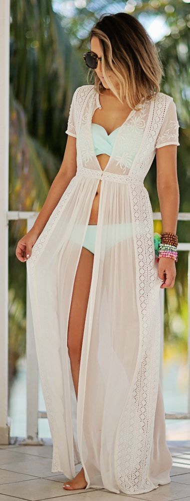 Strandkleider sind so schön! Deshalb darf es auch auf keinen Fall bei deinem Strandurlaub fehlen! Dieses weiße Strandkleid aus Spitze macht Träume wahr und passt perfekt zum mintgrünen Bikini! Peppermint Green Bikini with white lace Beach dress / Romantic Beach dress / White transparent beach dress #strandkleid #strandkleidung #stranoutfit #strandmode #beachwear #beachwear2017 #beachstyle | Stylefeed