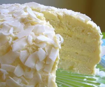 Receta de tarta de coco Ingredientes: 1 taza o (120 gramos) de harina de arroz. 1 taza o (120 gramos) de harina de mandioca. 3 cucharadas al ras o (45 gramos) de azúcar. Esencia de vainilla. 2 yemas. 4 cucharadas