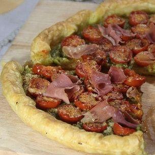 Tarte aux tomates Cerises, pesto et jambon serrano