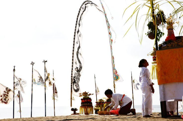 Bali: upacara Melasti by Mark Levitin on 500px