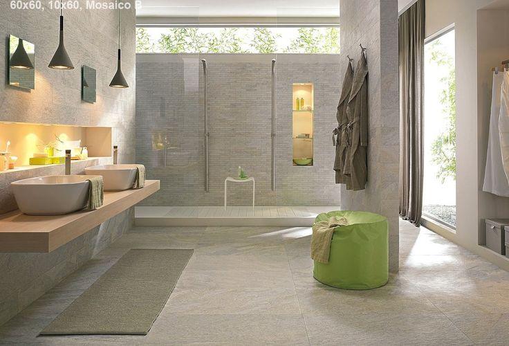 Prachtige badkamer met lichte kwartsiet look-a-like tegels in 60x60 op de vloer en 10x60 achter de wastafels (21-SD) Tegelhuys
