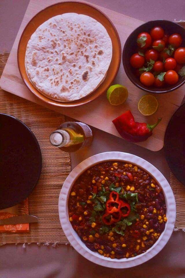 Chili de quinoa (vegetariano) http://entretachosesabores.blogspot.pt/2015/05/chili-de-quinoa-vegetariano.html?m=1
