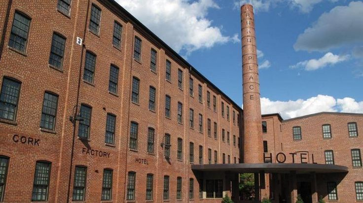 Cork Factory Hotel -   Cork Factory Hotel is a 3-star property only 3.9km from Amish Country, Hands-ON House Childrens Museu and Eastern Mennonite University.