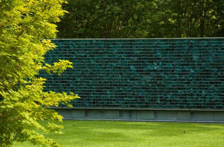 Gabion design ideas | GardenDrum  Gabion wall with slag glass. Design David Hocker of Hocker Design Group. Photo Gisela Borghi ASLA 2010 winner