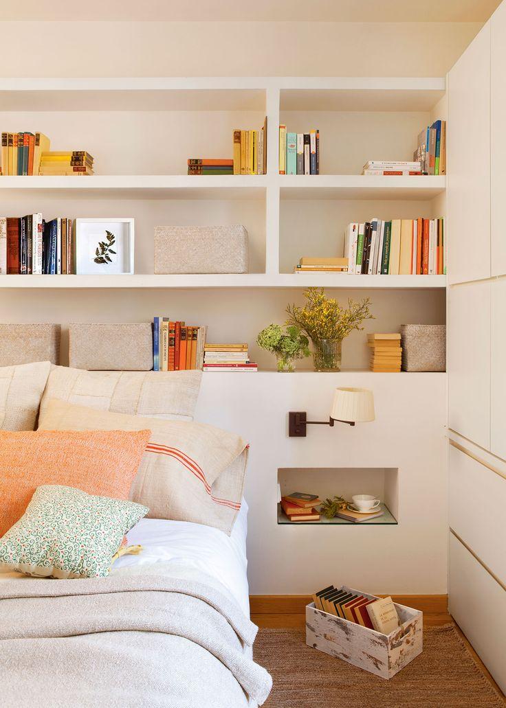 Librería en el cabecero del dormitorio realizada en Pladur