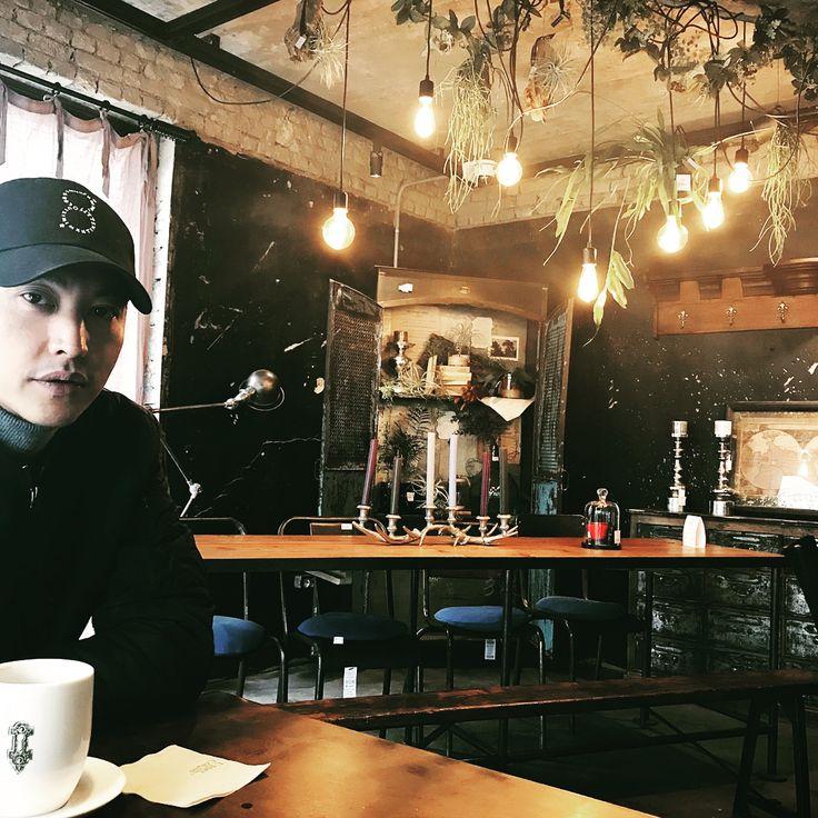 #uppercollabo #조동혁 #맛있는커피 #베이커리 #인테리어소품 #한남동까페 동혁이가 까페오픈했어요 ~~~