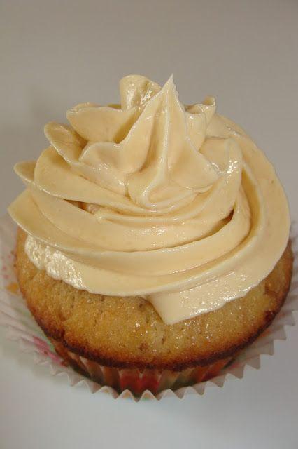 Pour tous les amateur d'érable, ceci est LA crème au beurre que vous devez essayer! Il n'y a pas de mots pour dire comment c'est bon! Ça goû...