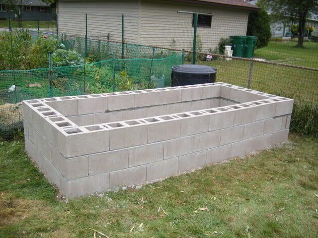Cinder block raised bed garden gardening pinterest - Maceteros de cemento ...