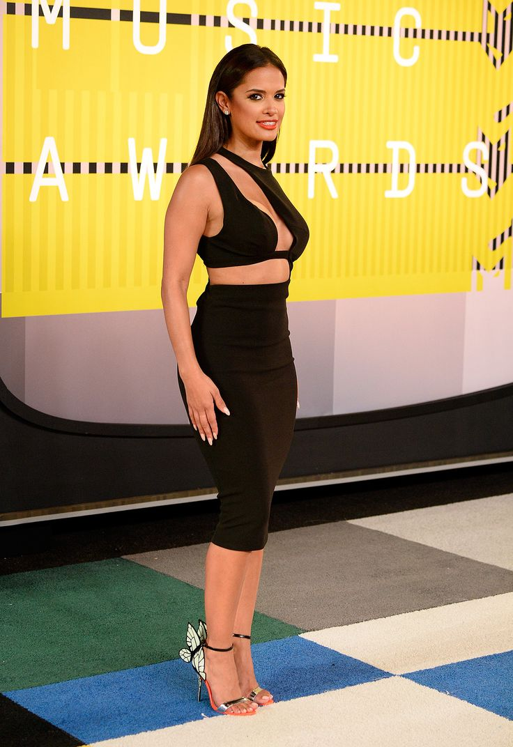 OMG it's my wifey, Rocsi Diaz on the VMA red carpet. She is slaying in those red bottoms. We see you, girl!