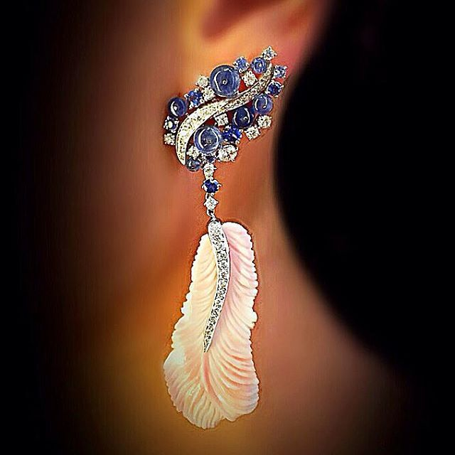 scavia_official#scavia #precious #gems #style #love #look #jewel #jewelry #jewellery #white #gold #earrings #blue #sapphires #design #diamonds #pink #carved #shell #plume #handmade #handmadejewelry #madeinitaly #madeinitalyjewels #madeintalydesign #luxury #feather #engraved