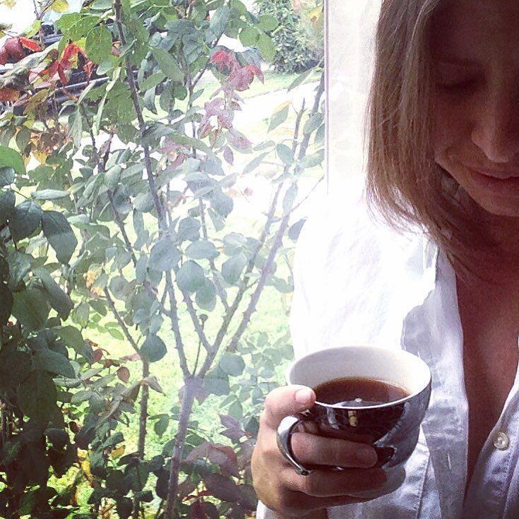 Despertar y tener la sensación que aun estas aquí hay aroma a café una mañana fría y tus manos tibias en mi espalda haciéndome sonreír buenos días princesa; estoy aquí no me marchare... Una sensación que eriza mi piel!  #me #coffee #coffeetime #addicted #mythoughts #pensamientos #letras #accionpoetica #passion #mujer #mood #photo #portraitmood #portrait #instaphoto #inspiration #inspiration_photography by @sara_arreola via http://ift.tt/1RAKbXL