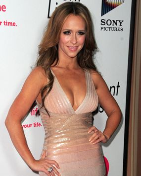 """Jennifer Love Hewitt uses vanilla extract for perfume: """"I carry McCormick's Pure Vanilla [in my purse] -- the baking kind -- and dab it on my neck. Men are attracted to the scent! One time, I put it on and four different guys were like, 'You smell amazing!'"""""""