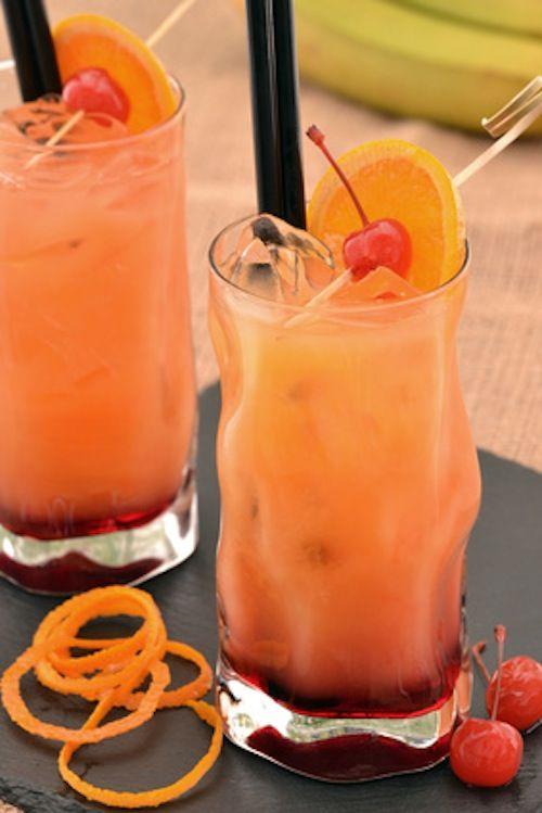 La tequila sunrise è uno dei cocktail più amati dell'estate, semplice da preparare e ottimo se si organizzano aperitivi a casa. Ecco la ricetta.