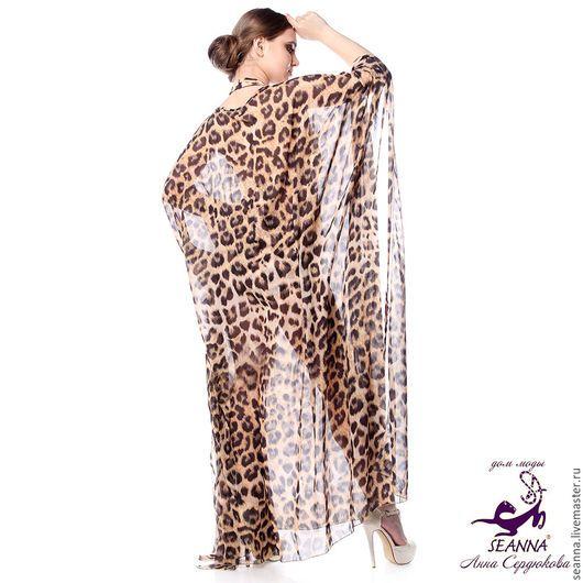 По Вашему желанию может быть короче или из другой ткани в этой или другой расцветке. В этой расцветке также есть в трикотаже и шелке. В трикотаже + 1.000 рублей, в шелке + 2.800 рублей. В вязаном трикотаже получается тепленькое, уютное платье-пончо. Состав шифона - шелк и полиэстер, что дает комфортное ношение и прекрасно в уходе. На фото также купальник из лайкры с точно таким же принтом - можно заказать его или короткое платье, или топ и юбку в комплект.