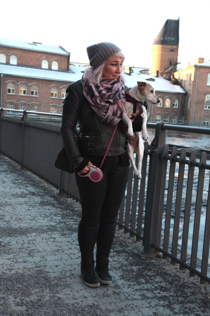 Trelooks - Street style from Tampere, Finland  www.trelooks.blogspot.com  Keywords: dog, girl, ootd, black style, winter, autumn, spring
