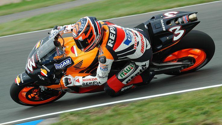 2005 Max Biaggi Honda MotoGP Repsol, http://www.daidegasforum.com/forum/foto-video/511545-max-biaggi-foto-gallery-raccolta-thread.html