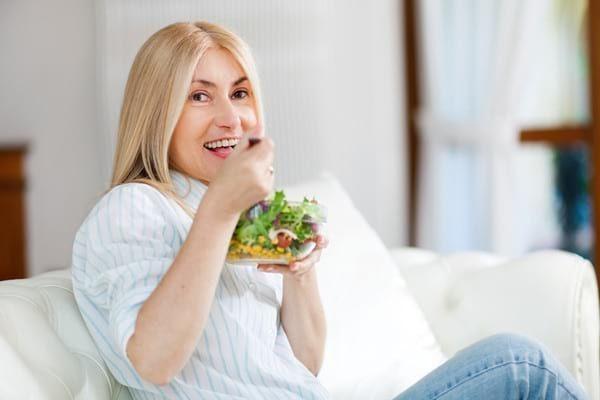 Dieta de slabire la menopauza: alimente recomandate si exemple de meniu