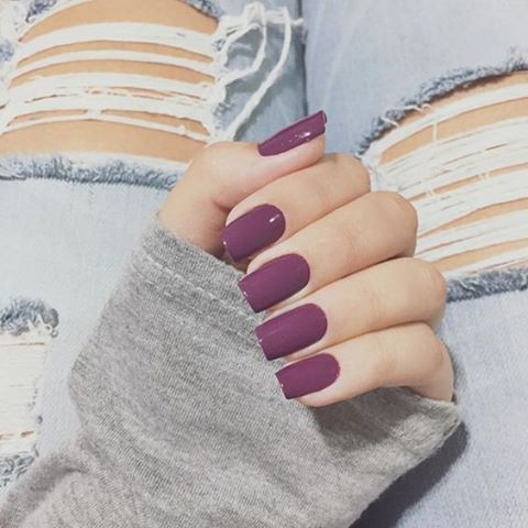 #SantteBeuaty Uma cor que dá para usar tanto no inverno, quanto no verão! Um lilás um pouco escuro combina com várias ocasiões e personalidades e estilos! ⠀ #SantteBeauty A color that you can use for both winter and summer! A slightly dark purple suits various occasions, personalities and styles! ⠀ #beauty #fashion #beleza #nails #unhas #purple