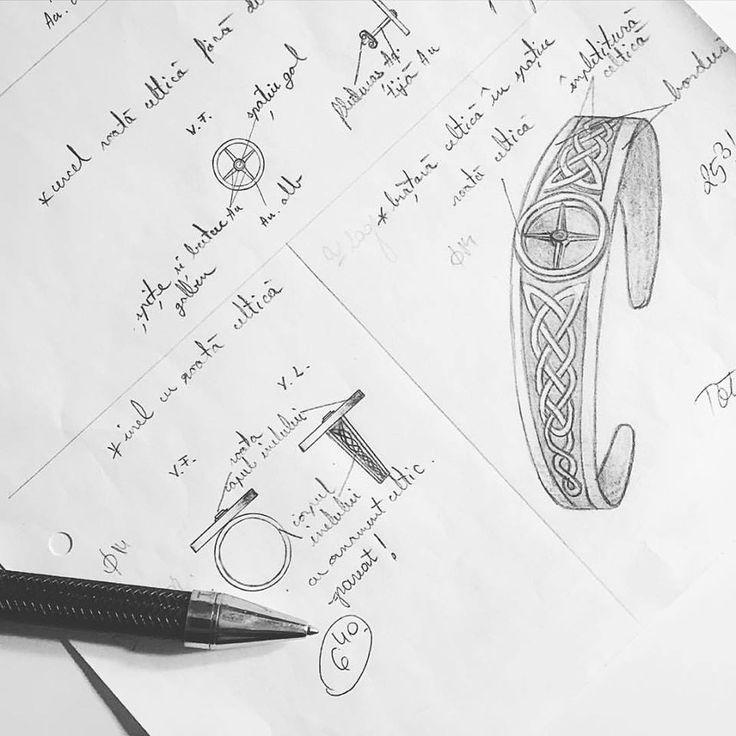 Știți, diferența dintre un magazin de bijuterii și o casă de bijuterii este că aceasta din urmă își creează fiecare dintre bijuterii, de la design și până la produsul finit, mai mult de atât, creează lucrări personalizate, pe gustul și marimile clientului.  Este cazul și acestor bijuterii din aur și argint, un model celtic reinterpretat de către unul dintre designerii noștri după indicațiile și solicitările clientului.  Aceasta este Casa de Bijuterii Sabion.  #handmade #sabion #romania