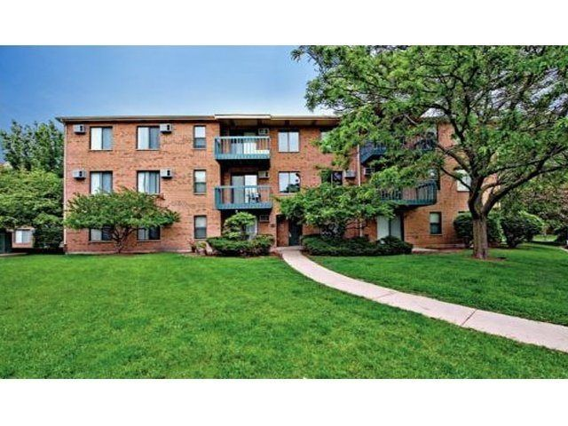 #Fifteen98Naperville offers one and two bedroom pet-friendly homes in the prestigious community of #Naperville, Illinois!