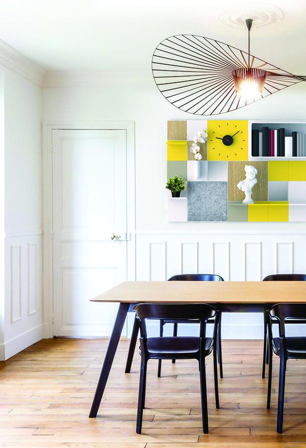Ambiance Haussmannienne et sa composition murale contemporaine Add+ mimosa, neige et bois.