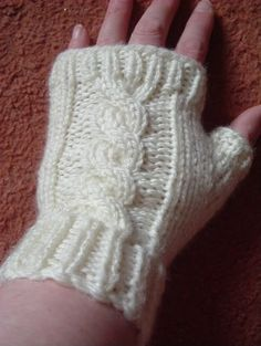 A Girl As Mad As Birds: Cable Gloves - Free Pattern Here :o)