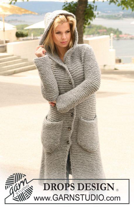 Manteau DROPS au point mousse avec capuche, en Eskimo. Du S au XXXL. Modèle gratuit de DROPS Design.