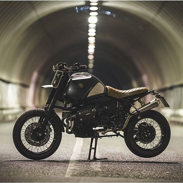 Tunnel vision. Italy-based @officine_sbrannetti's latest BMW R1100gs build gettin' pitted in a concrete barrel. #dropmoto #bmw #builtnotbought #r1100 #r1100gs #dualsport #dualsportlife #enduro
