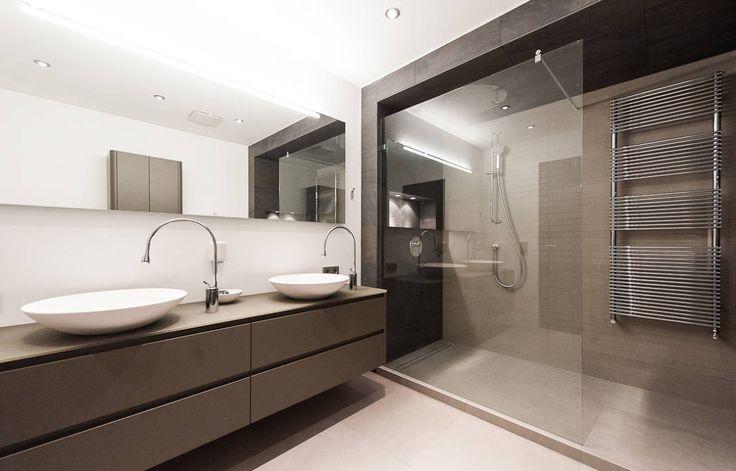 Pflegeleicht & einladend – so sollte die passende Duschwand sein, nur wie findet man die? Wir verraten, warum Budget und Platz im Bad wichtig sind!