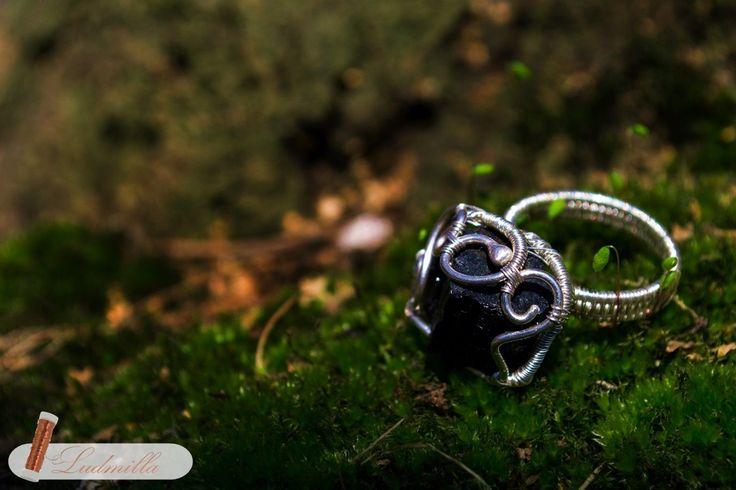 Silver wire wrap ring with raw black tourmaline. Ludmilla Ars #polandhandmade #jewellery