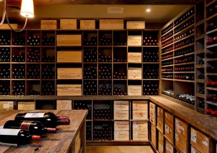 cave à vin, joli rangement de vins en casiers muraux