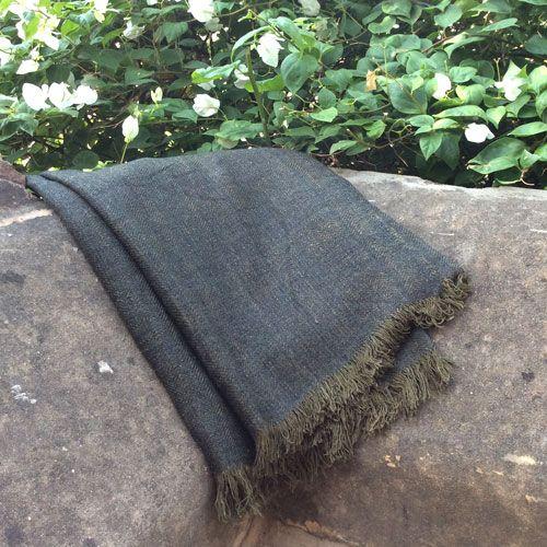 Plaid en soie, laine et acrylique gris bronze pour canapé ou grand châle étole : Decoclico