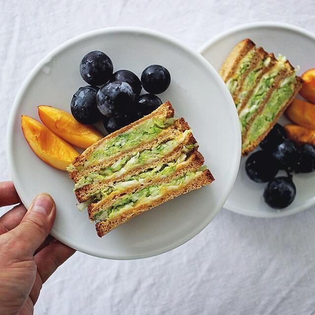 キャベツのコールスローとチーズを挟んだサンドイッチ。  #sandwich #サンドイッチ #熊本とっぺん野菜