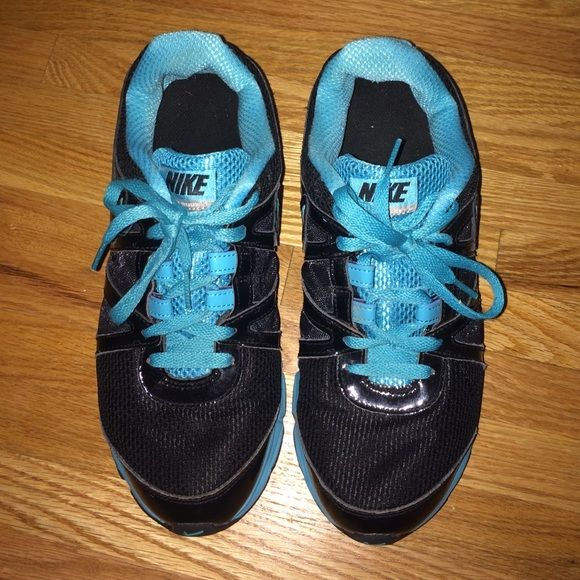 Womens Nike Sneakers Womens size 9.5 work out/gym shoes. Nike Shoes Athletic Shoes