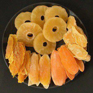 Secar em casa frutas como abacaxi, banana, maçã, manga e pera