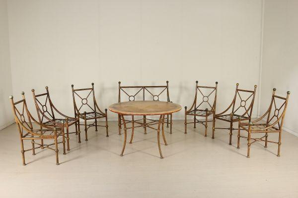 Salotto completo dipinto e in parte dorato. Composto da gruppo sei poltrone (104x40x63), divano (106x111x67) e tavolo tondo (77x120).