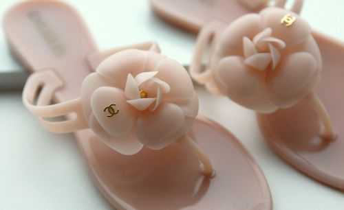 chanel...: Women Fashion, Chanel, Black And White, Summer Shoes, Flip Flops, Women Sandals, Blushes, Wedding Flats, Jelly