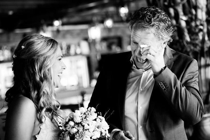 Bruidsfotografie vader-dochter emotie bruiloft Eindhoven. Foto door Marijke Krekels Fotografie