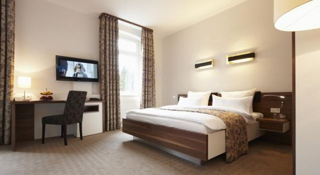 "Landhotel ""Bielefelder Höhe"" - 3 Star #Hotel - $100 - #Hotels #Germany #Bielefeld http://www.justigo.us/hotels/germany/bielefeld/landhotel-abielefelder-haphea_217414.html"