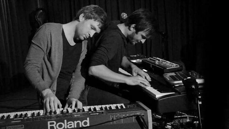 "Ólafur Arnalds & Nils Frahm — ""Live improvisation at Roter Salon – Volksbühne Berlin"" (dir. Jörn Dobrindt & Sebastian Stumpe)"