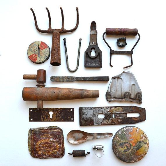 enferrujado amolgado objetos de metal e de madeira grande para objeto encontrado, escultura oferecida por Elizabeth Rosen